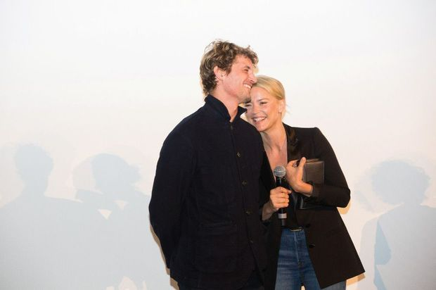 Avec le comédien Niels Schneider, lors de la présentation du film « Un amour impossible » à Namur, le 29 septembre 2018.