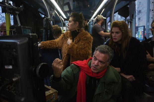 Avec les comédiennes Keren Mor et Yuval Scharf, sur le tournage d'« Un tramway à Jérusalem », une comédie de situation qui sortira à l'automne.