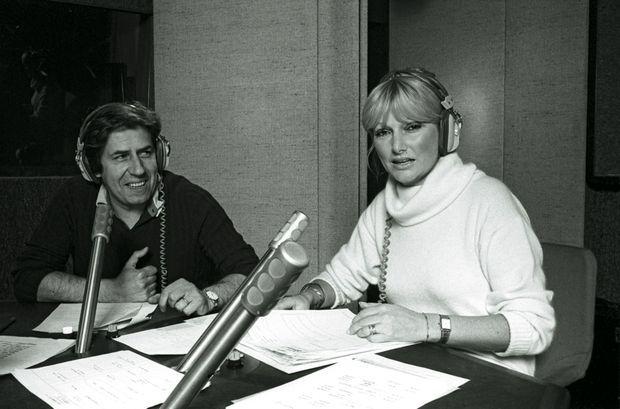 En décembre 1977, dans les studios d'Europe 1. Aux commandes de la matinale, Philippe est en duo avec Maryse. Ils se marieront en 1984.