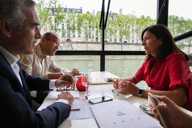 Avec nos journalistes sur la péniche le « Marcounet », dans le port des Célestins, dans le IVe arrondissement.
