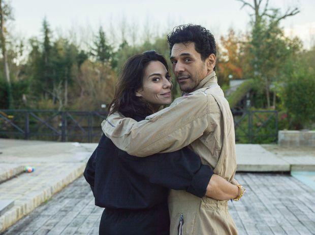 Avec sa femme, Sandra, chez eux, dans l'Eure. Une histoire d'amour à rebondissements digne d'un scénario de cinéma !
