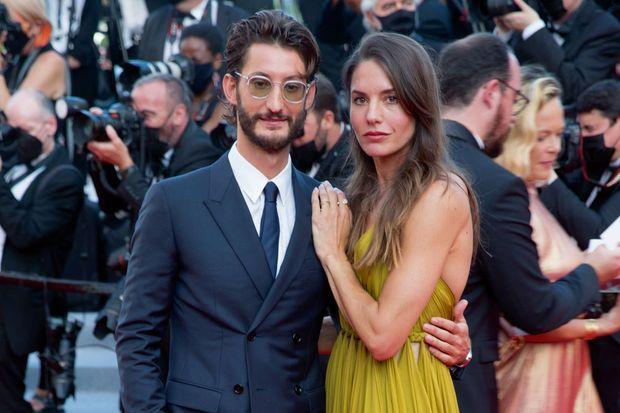 Avec sa femme, l'actrice et photographe australienne Natasha Andrews, au Festival de Cannes, le 17 juillet.