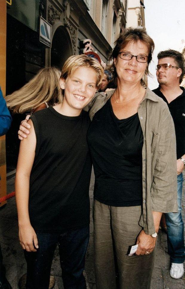 Avec sa mère, l'actrice suédoise, Anki Lidén.