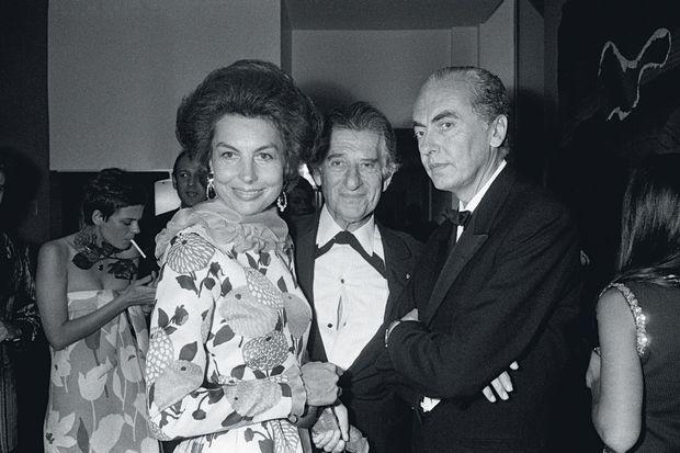 Avec son mari, André, à droite, et le mécène Paul-Louis Weiller, lors du concert de Marlene Dietrich à l'Espace Pierre Cardin, le 20 juin 1973.