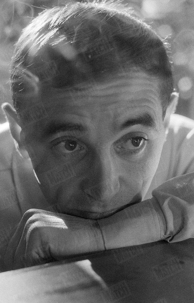 """« On veut le voir dans """"Horace 62"""" comme on l'a vu dans """"Un taxi pour Tobrouk"""". Regardez son visage, photographié par Izis. Le petit homme du music-hall est maintenant devenu un """"monstre sacré"""" » (Paris Match n°669, daté du 3 février 1962)"""