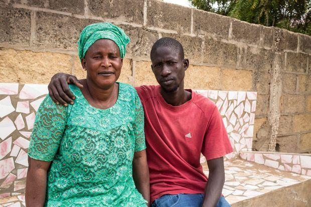 Babacar et sa mère, Fatou. Elle a rencontré France Gall pour la première fois en 1986.
