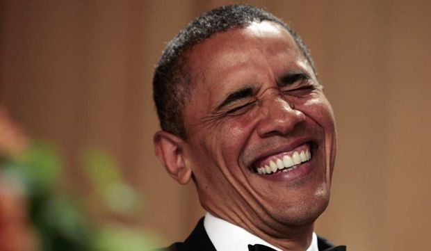 Barack Obama plié de rire-