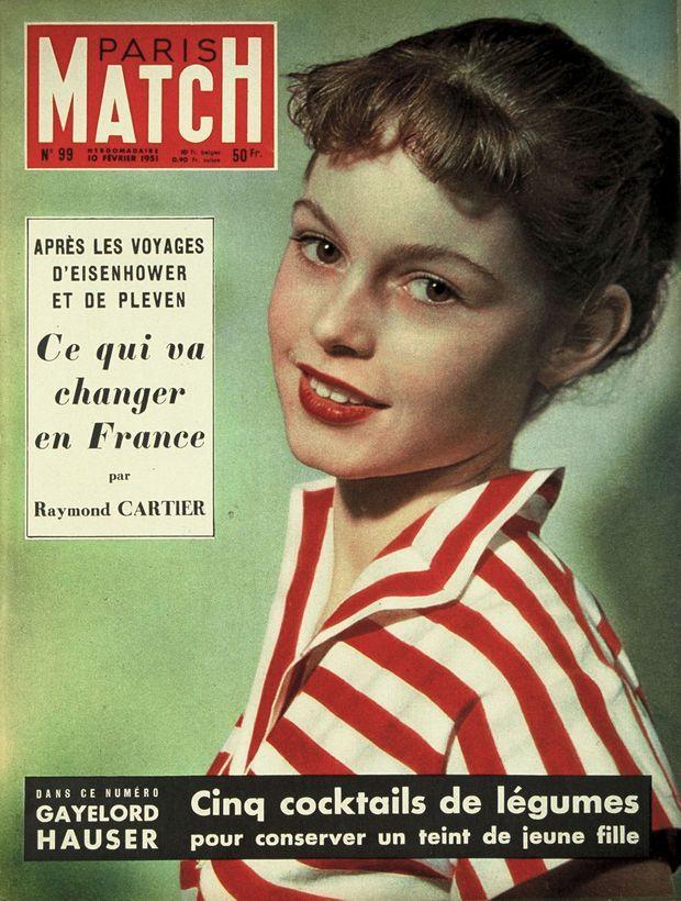 Brigitte Bardot à 16 ans, sa toute première apparition en couverture de Paris Match n°99, daté du 10 février 1951.