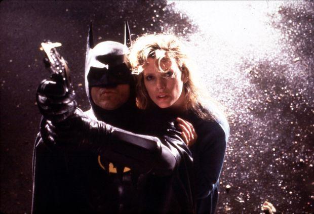 Kim Basinger en Vicky Vale sauvée par Batman, alias Michael Keaton dans «Batman» de Tim Burton en 1989.