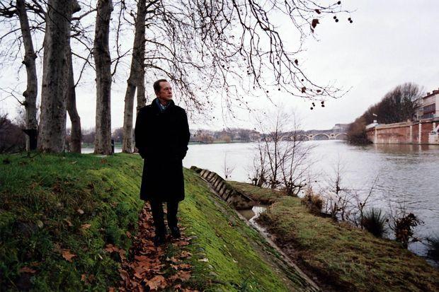 En 2005, Dominique Baudis sur les berges de la Garonne lors de sa promenade dominicale à Toulouse..