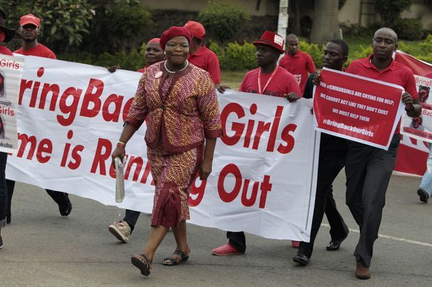 Obiageli Ezekwesili, ancienne ministre de l'Education, mène une manifestation à Abuja, le 14 octobre dernier.