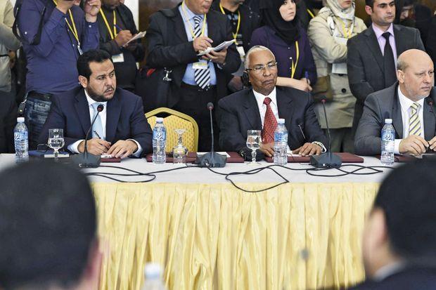 Le 10 mars 2015, gouverneur militaire de Tripoli depuis 2011, il assiste(à g.) en Algérie à une commission des Nations unies sur le conflit libyen.