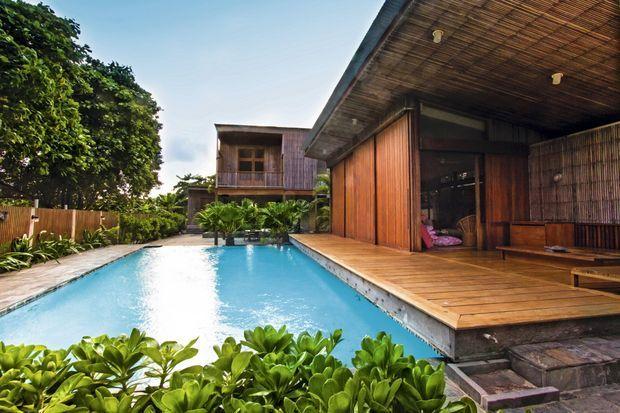 Sofia Coppola s'est fait construire une beach house (ci-contre) à l'atmosphère bobo chic zen. Ici, elle y peaufine ses scénarios et s'y prélasse avec son mari Thomas Mars et leurs enfants.
