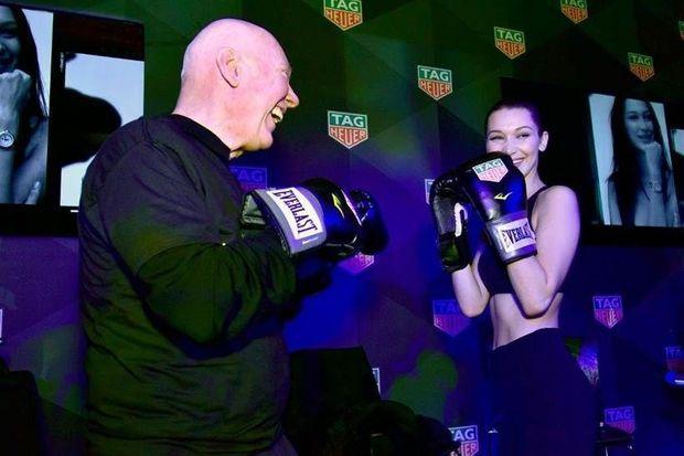 Bella Hadid boxe avec Jean-Claude Biver