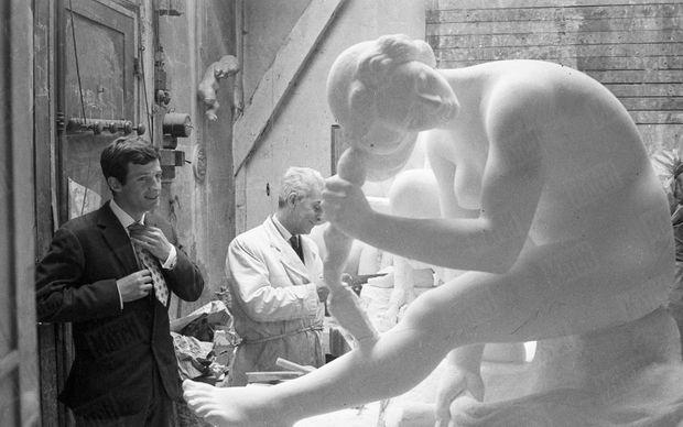 « Belmondo avait d'abord essayé d'être sculpteur comme son père, membre de l'Institut. » - Paris Match n°577, 30 avril 1960