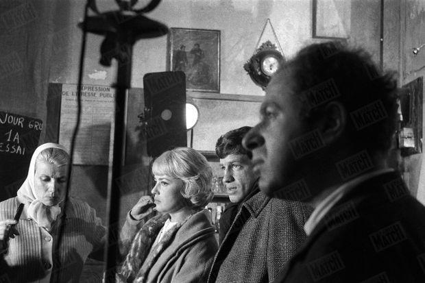 « La route de la gloire : dans « Moderato Cantabile », sa partenaire est Jeanne Moreau et son metteur en scène Peter Brooks » - Paris Match n°577, 30 avril 1960