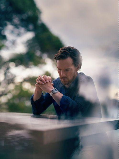 Benedict Cumberbatch avec au poignet la montre Polaris Mariner Memovox.