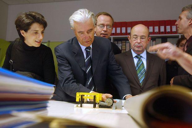 Bénédicte Durand (à gauche) aux côtés du ministre de l'Education nationale, Gilles de Robien, en janvier 2006 à Tours.