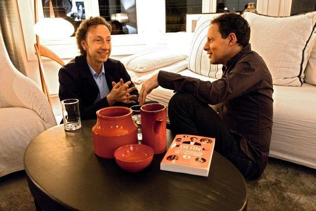 Avec Marc-Olivier Fogiel, le 22 avril. Sur la table, le dernier livre de Stéphane, « Les pourquoi de l'Histoire ».