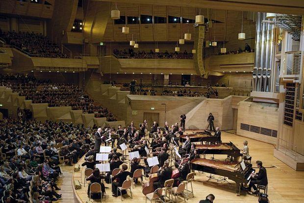 Devant le public conquis de la Maison de la musique, à Moscou, le 22 mars, Bernard, Hélène et Frédéric accompagnés par l'Orchestre philharmonique de Moscou.
