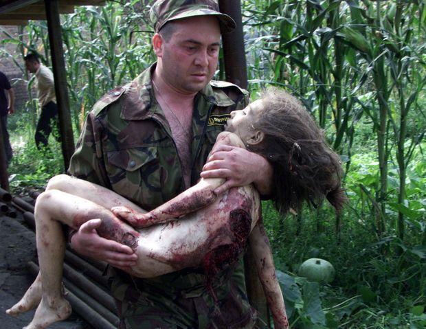 Le chaos, lors de l'assaut des forces de sécurité contre les preneurs d'otages de l'école de Beslan.
