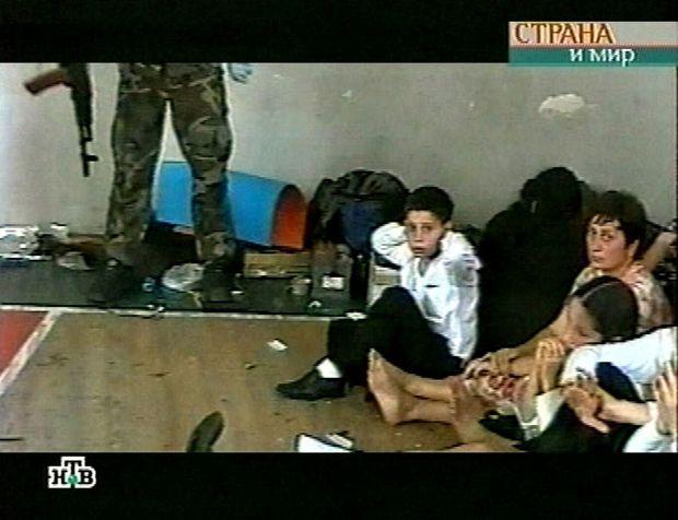L'intérieur du gymnase de l'école de Beslan, filmé par les preneurs d'otages.