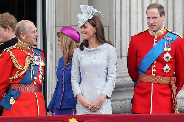 Le duc d'Edimbourg avec Kate Middleton et le prince William lors de la parade Trooping the Colour en 2012