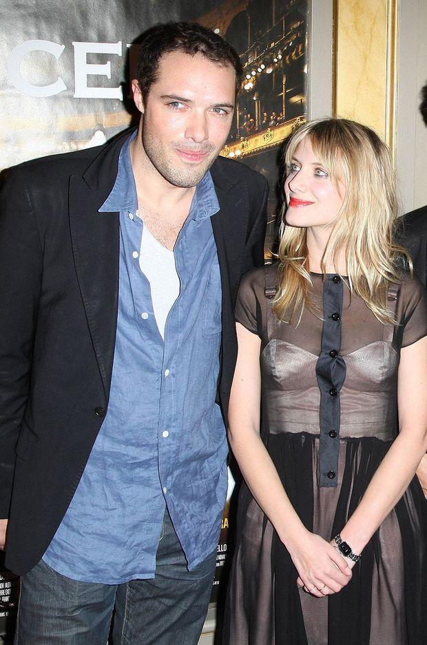 """Nicolas Bedos et Mélanie Laurent à la première du film """"Le Concert"""" en février 2010"""
