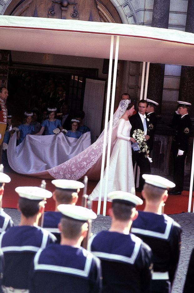La princesse Margrethe de Danemark et le prince Henrik le jour de leur mariage, le 10 juin 1967