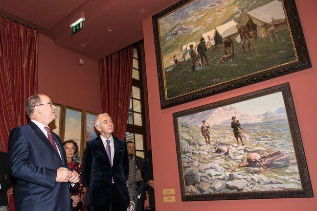 Le prince Albert II de Monaco avec Claude d'Anthenaise lors du vernissage de l'exposition, le 30 mars 2016