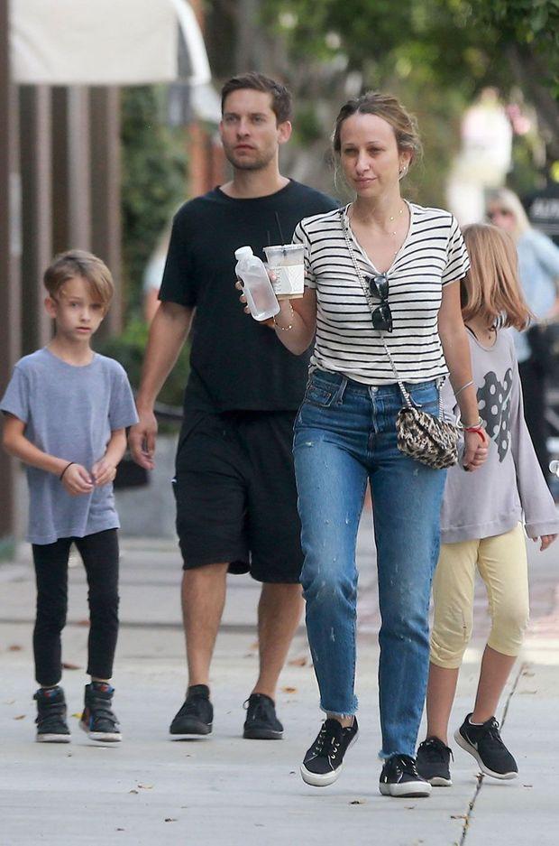 Tobey Maguire, Jennifer Meyer et leur deux enfants à Los Angeles le 16 octobre dernier