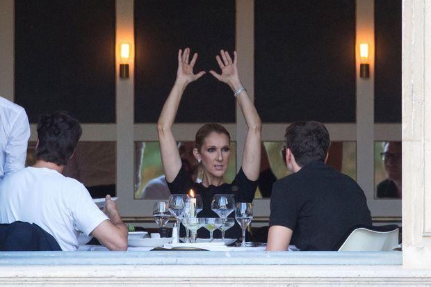"""Céline Dion et Pepe Munoz lors d'un dîner """"Chez Loulou""""."""