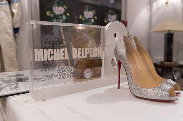 Escarpins Louboutin signés par Christian Louboutin et disque d'or de Michel Delpech, mis aux enchères le 13 février 2018