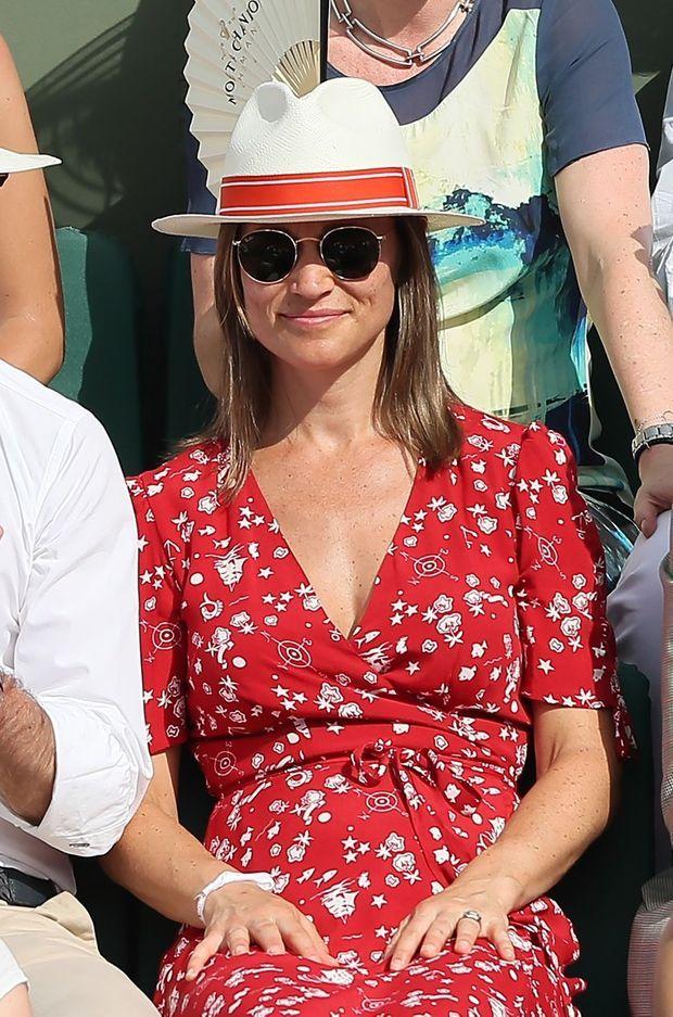 Pippa Middleton dans les tribunes de Roland Garros à Paris, le 27 mai 2018