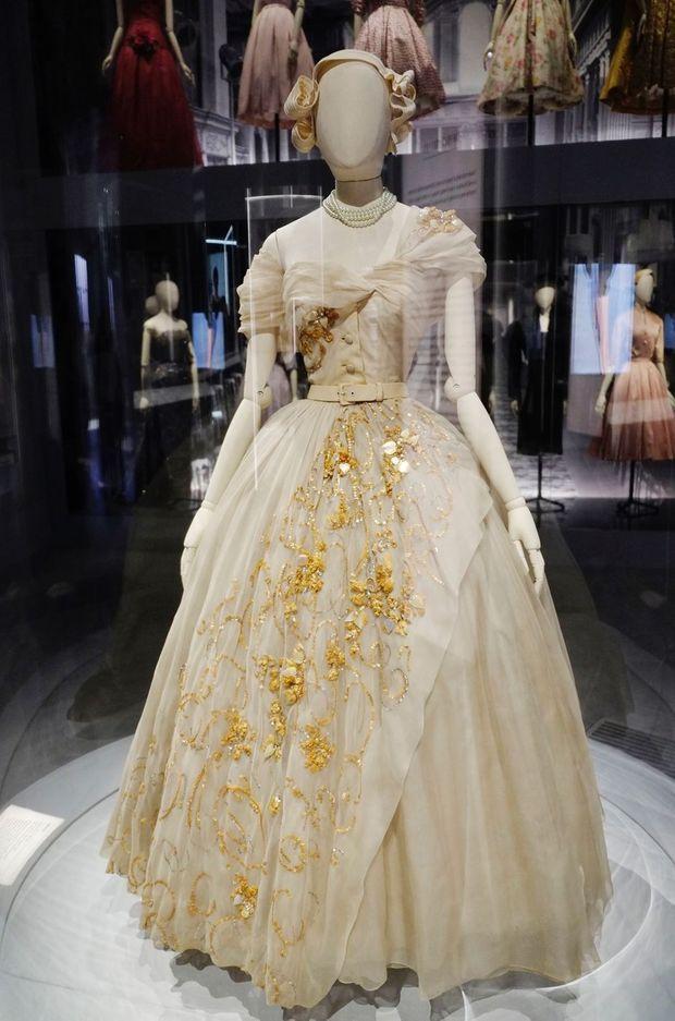 La robe Christian Dior des 21 ans de la princesse Margaret dans l'exposition du Victoria & Albert Museum à Londres, le 30 janvier 2019