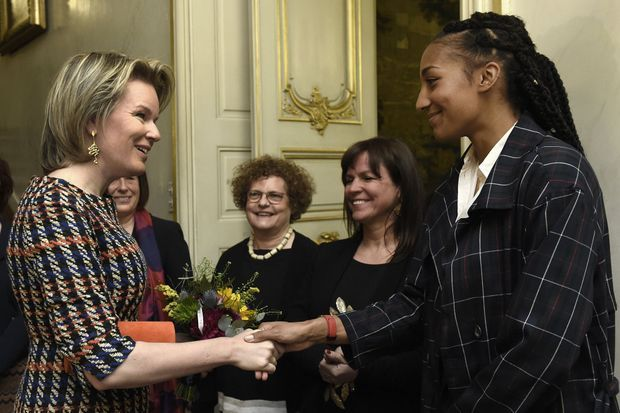 La reine des Belges Mathilde avec Nafissatou Thiam à Liège, le 13 mars 2019