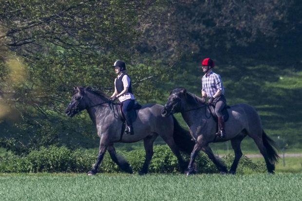 Le prince Edward et sa fille Lady Louise à Windsor le 20 avril 2019