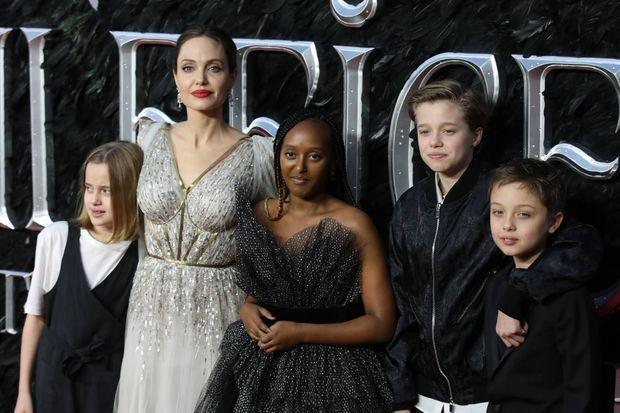 Angelina Jolie avec ses enfants Vivienne, Zahara, Shiloh et Knox en 2019