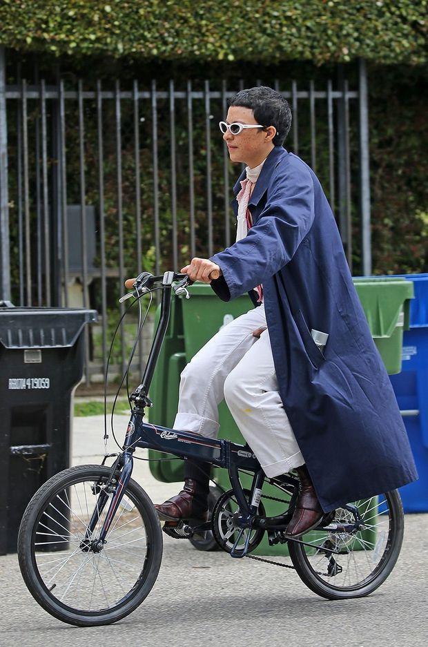 Alia Shawkat quittant le domicile de Brad Pitt à Los Angeles le 18 avril 2020