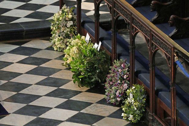 Plusieurs couronnes de fleurs ont été déposées par les membres de la famille royale pour les funérailles du prince Philip, le 17 avril 2021