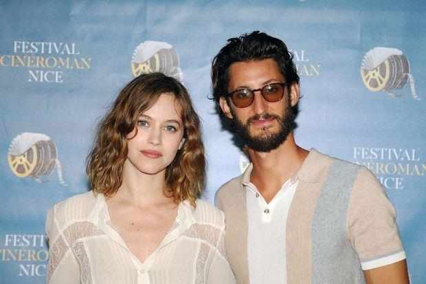 """Lou de Laâge et Pierre Niney à la première du film """"Boite Noire"""" au Festival Cinéroman à Nice le 19 juin 2021"""
