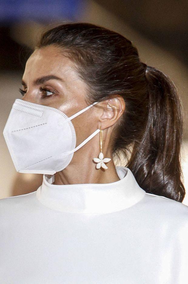Les pendants d'oreille de la reine Letizia d'Espagne à Madrid, le 8 juillet 2021