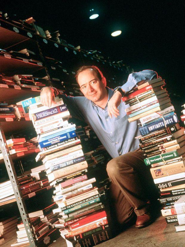 Jeff Bezos dans les locaux d'Amazon à Seattle, en 1997.