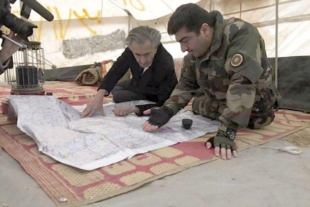 Janvier 2017. Avec Sirwan Barzani en train de dessiner la nouvelle frontière du Kurdistan, à la limite du « secteur 7 ».