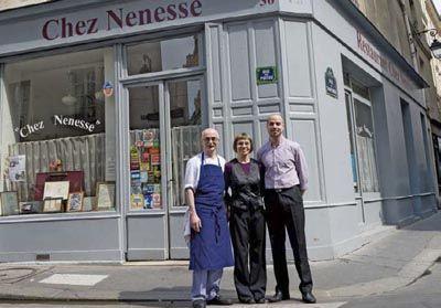 A deux pas de la place des Vosges, le boeuf bourguignon de Chez Nenesse, tenu par la famille Leplu (ci-dessus), est aussi goûteux qu'un dialogue de Michel Audiard.