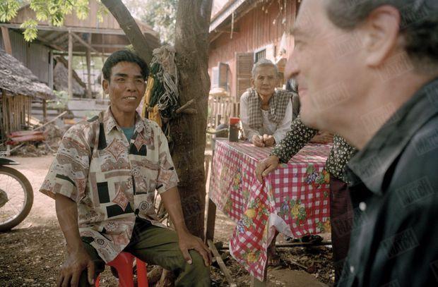 «Duong, celui qui l'a arrêté il y a trente ans, lui dit maintenant qu'il n'avait jamais vraiment embrassé la cause des Khmers rouges.» - Paris Match n°2675, 31 août 2000