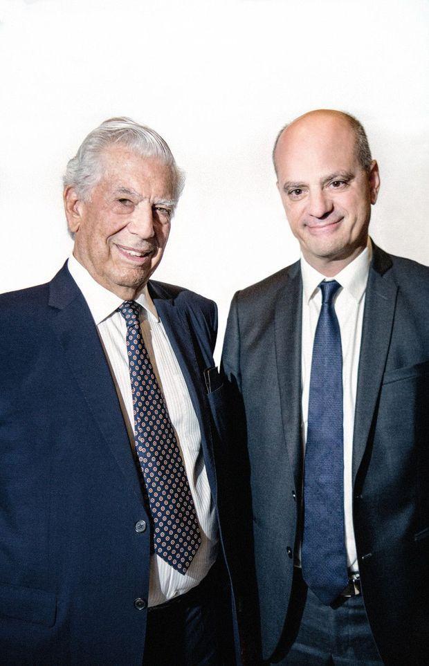 Quand il s'agit de défendre ses convictions face à l'homme politique, Mario Vargas Llosa fait encore rugir sa voix. « Je connais le poids des responsabilités de l'écrivain », dit-il, bravache.