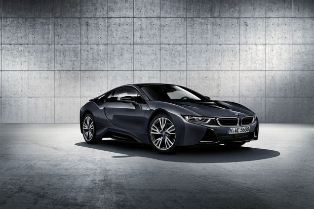 La BMW i8 Protonic Dark Silver Edition sera présentée à Paris.