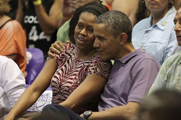 Barack et Michelle Obama à un match de basket à Hawaii le 22 décembre 2013.