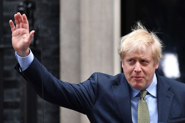 Au lendemain de son triomphe : Boris Johnson quitte le 10 Downing Street, vendredi matin.